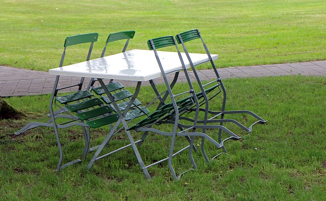 metal-chairs-352253 640